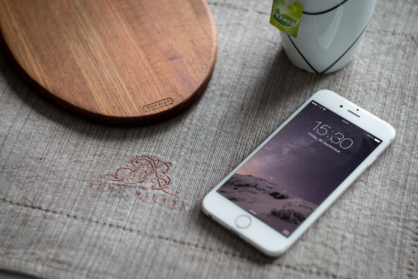 iPhone-6-Photography-MockUp-600